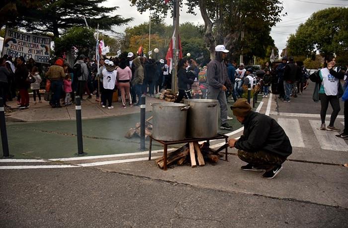 PROTESTA ORGANIZACIONES SOCIALES GUEMES PLAZA DEL AGUA