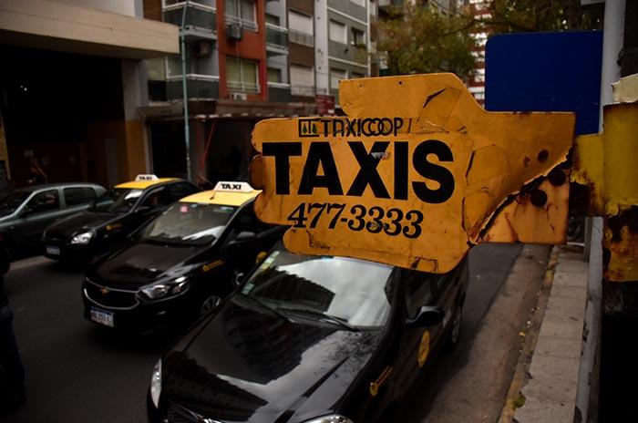 Taxistas, entre una buena temporada y el compromiso del gobierno contra Uber
