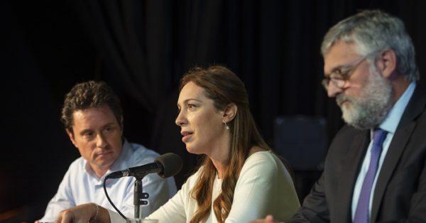 """Vidal anunció el acuerdo con docentes y pidió """"perdón"""""""