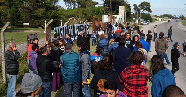 """Faro de la Memoria: un abrazo y reclamo por el """"predio usurpado"""""""