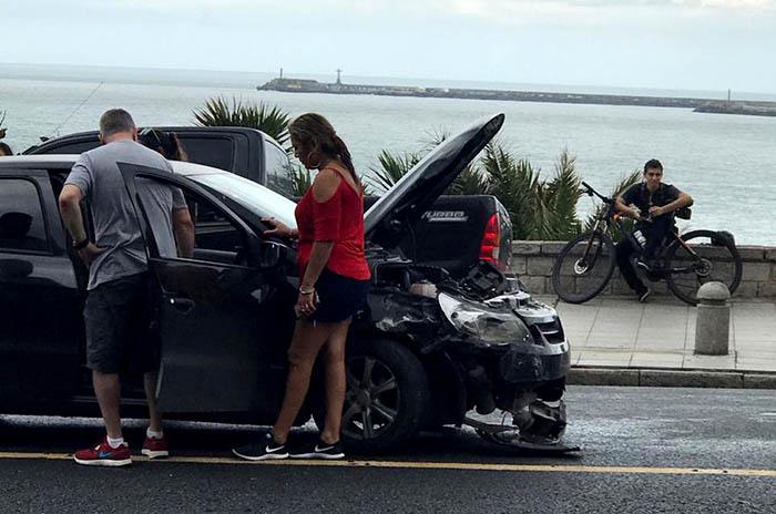 Tomó alcohol, manejó y chocó contra otro auto en la costa