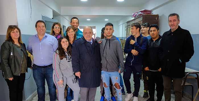 """Arroyo, a los alumnos de la Escuela N°58: """"No dejen de quejarse"""""""