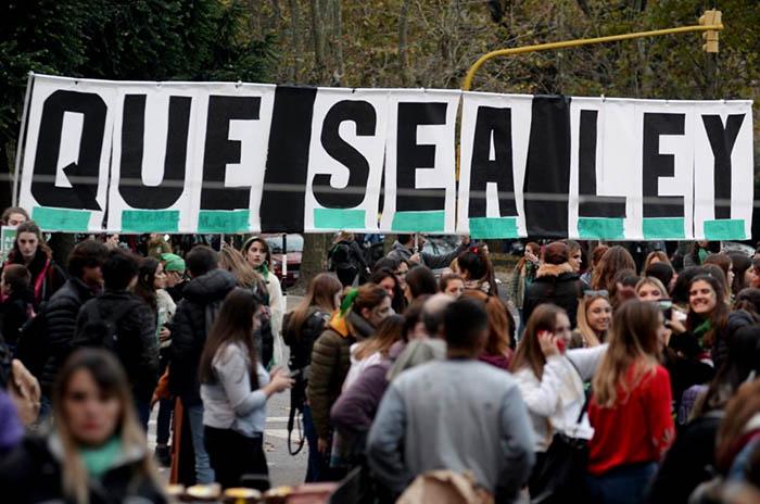 Aborto legal: preparan un pañuelazo federal, también en Mar del Plata