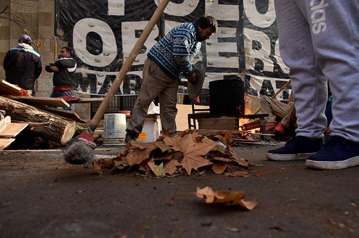 Acampe, día siete: Arroyo insiste en que la Justicia disponga un desalojo
