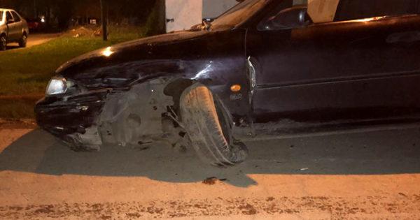 Manejaba borracho y sin licencia y chocó con una camioneta