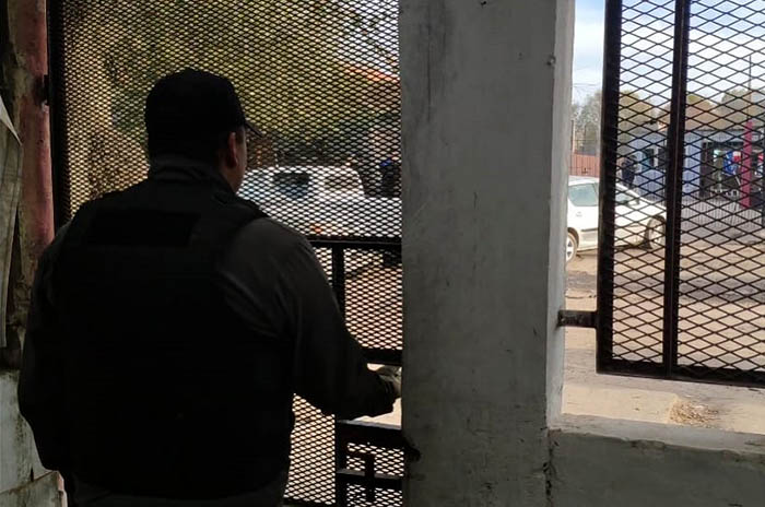 Dos detenidos por venta de droga tras allanamientos en dos búnkers