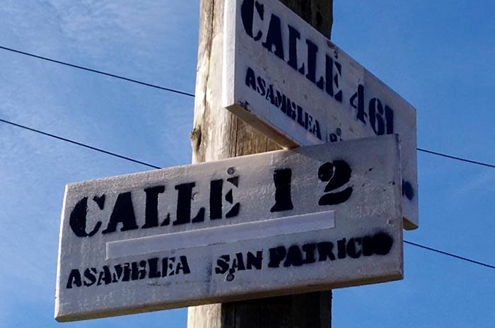Vecinos de San Patricio señalizan ellos mismos las calles