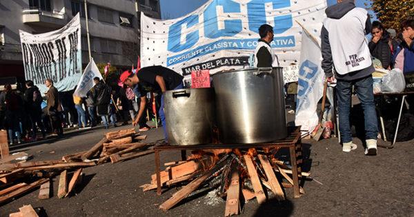 """Emergencia alimentaria: múltiples ollas populares por la """"insostenible situación"""""""