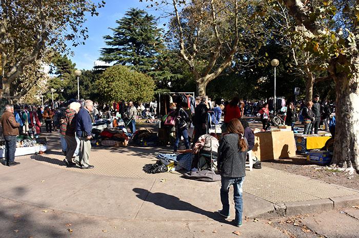 Plaza Rocha: buscan ampliar la feria y acordar nuevas características