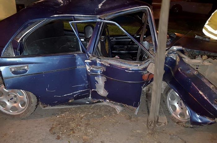Perdió el control del auto e impactó contra una casa: un herido