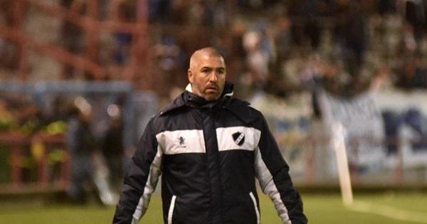 Tras el histórico ascenso, Giganti dejó de ser el técnico de Alvarado