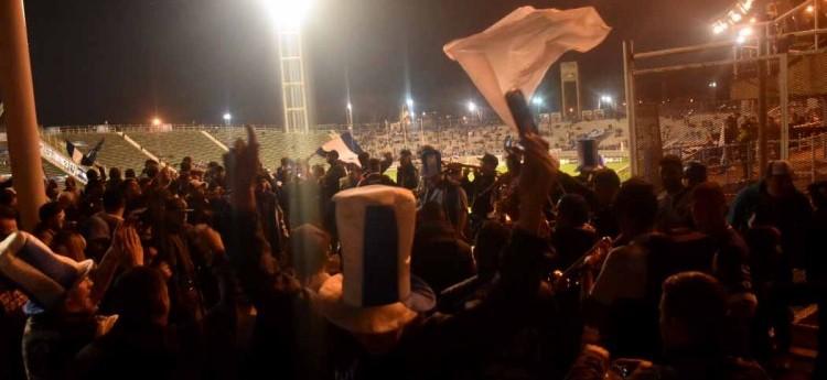 Alvarado, la final: el color del público en la previa del partido