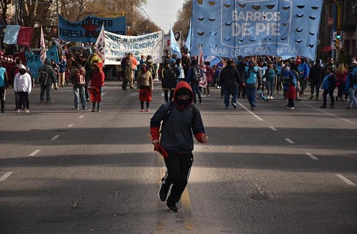 BARRIOS DE PIE VOTAMOS LUCHAR  MARCHA  (2)