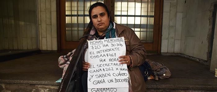 """Una docente encadenada por los descuentos: """"Estoy desesperada"""""""