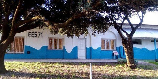 """Secundaria N°71: sin gas ni agua, alumnos realizan un """"frazadazo"""""""