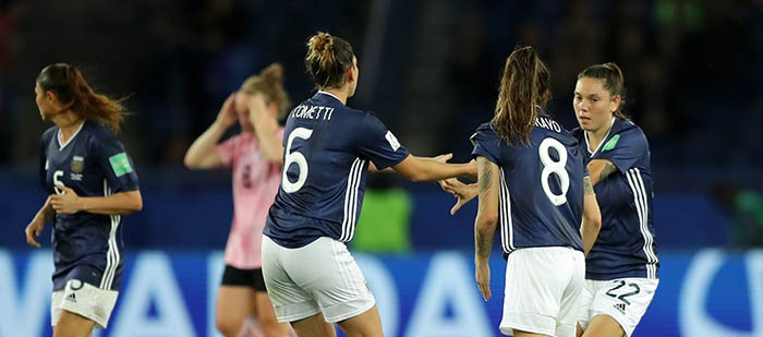 Con un gol de Menéndez, Argentina igualó con Escocia y espera