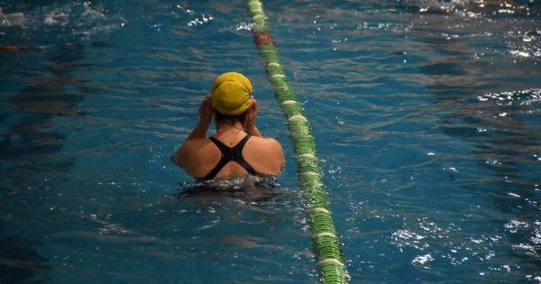 Las dificultades y los desafíos de los nadadores para entrenarse en cuarentena