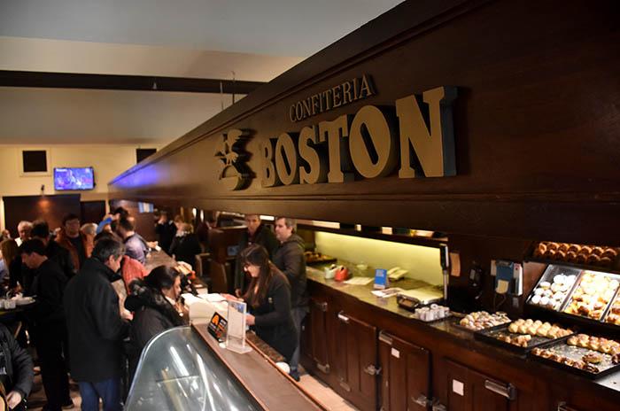 """Tras la lucha, reabrió la Boston: """"Tenemos una felicidad enorme"""""""