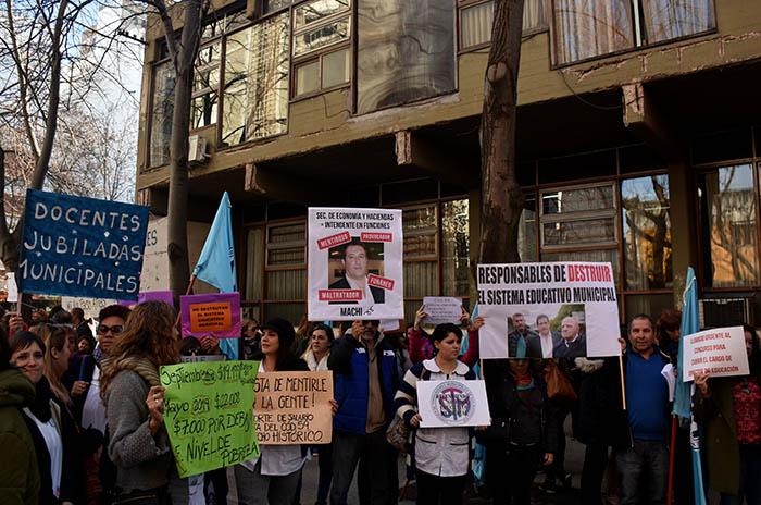 """Repudio docente a Mourelle: Arroyo, contra un """"accionar violento"""""""