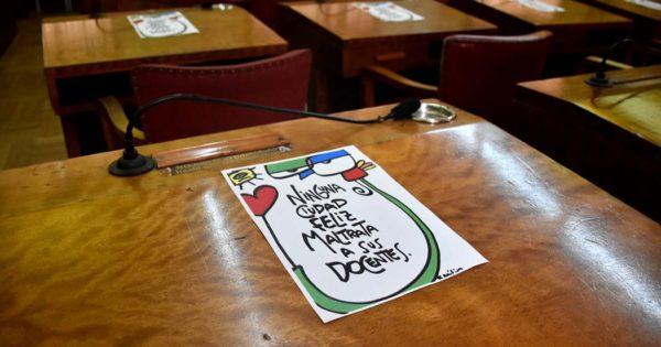 Denuncian falta de pago a un grupo de docentes municipales