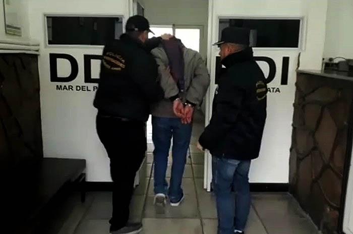 Detienen a un hombre por distribución de pornografía infantil