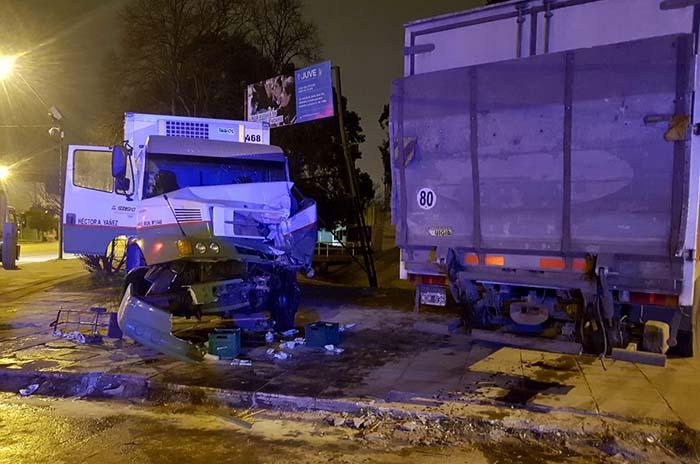 Violento choque entre dos camiones en Juan B. Justo y Canosa