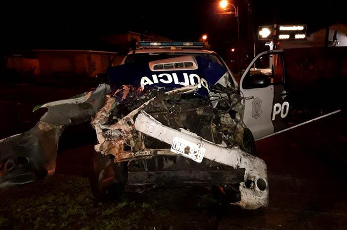 Violento choque entre un patrullero y un colectivo