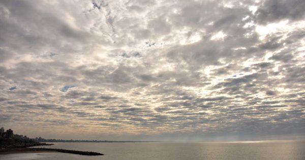 El tiempo en Mar del Plata: días con mucho frío y chaparrones