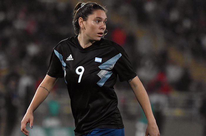Fútbol femenino: Milagros Menéndez fue presentada en el Granada con un video