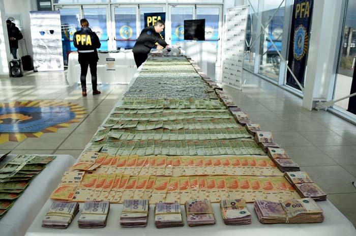 """""""Golpe Blanco"""":12 detenidos, droga y más de $2 millones secuestrados"""