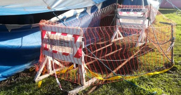 Advierten por un peligroso pozo a metros del Circo La Audacia
