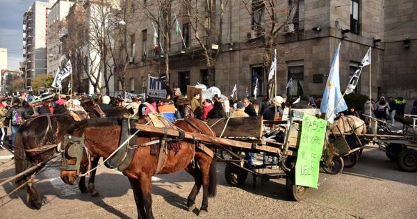 Ante el silencio del gobierno, una protesta de cartoneros