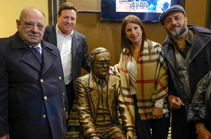 Presentaron la escultura homenaje a Willy Wullich