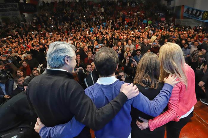 Alberto Fernández cerró su recorrida con un acto en el club Talleres