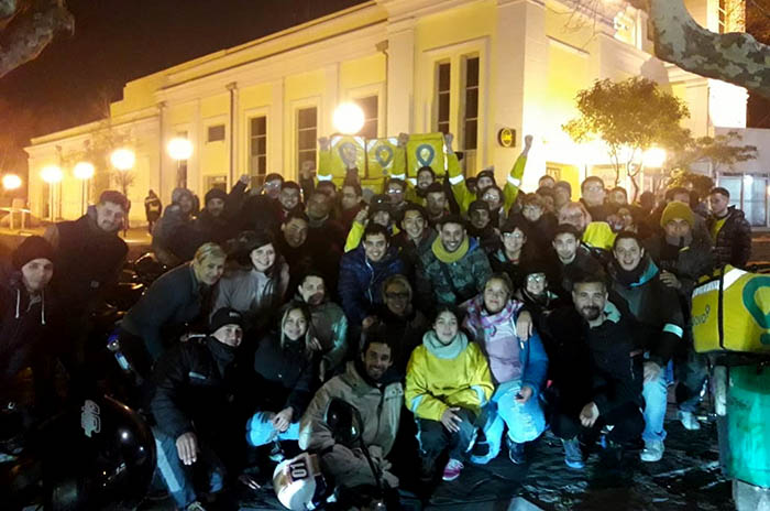 Repartidores de Glovo protestaron en la Plaza del Agua