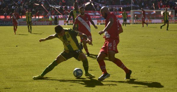 Aldosivi no pudo quebrar el cero e igualó ante Argentinos
