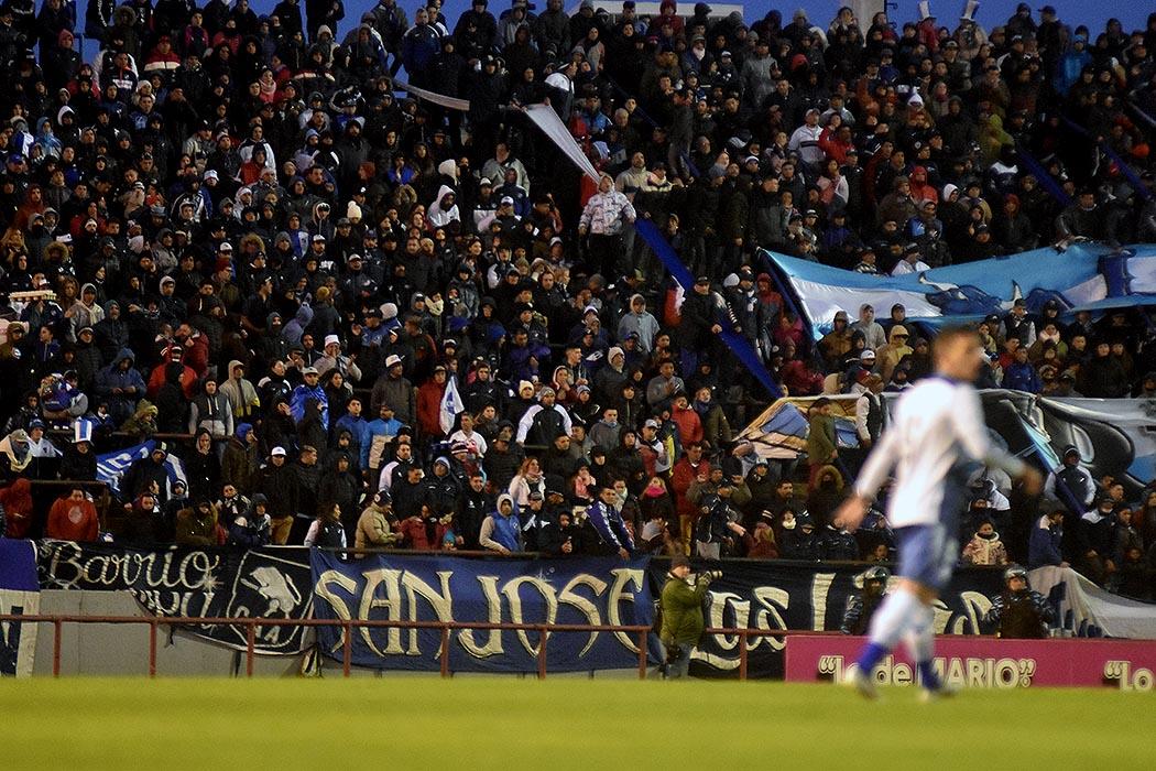 Realizarán una prueba piloto para el regreso de público al fútbol argentino