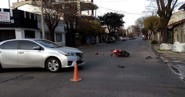 Un herido tras un choque entre un auto y una moto