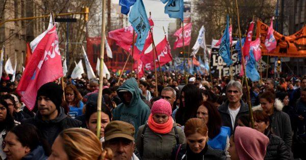 Miércoles de protestas: masiva marcha en el centro de la ciudad