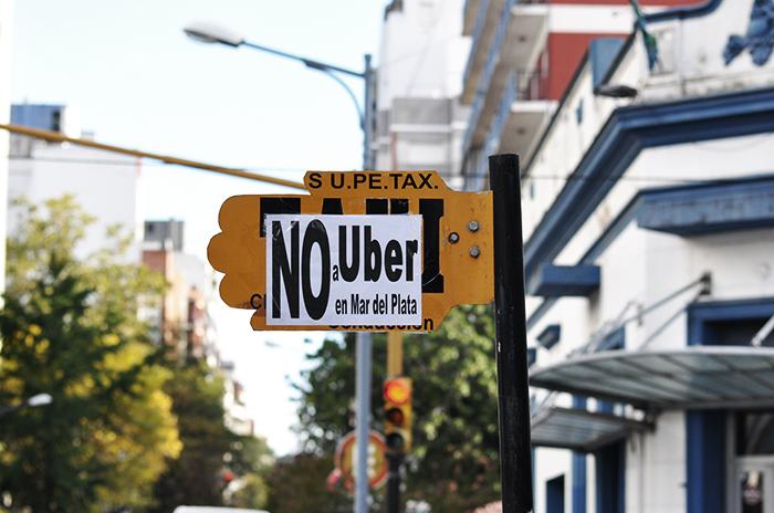 Uber: tras la polémica, operativos en conjunto y conformidad de taxistas