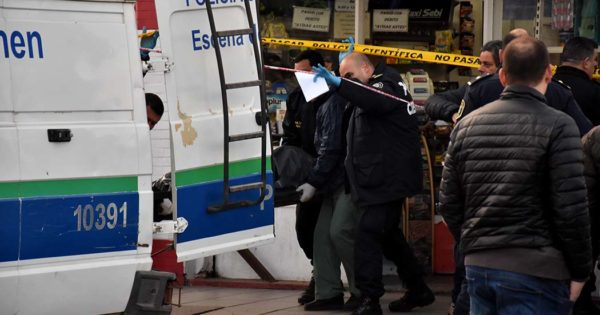 Un policía mató a un hombre que entró a robar en un comercio