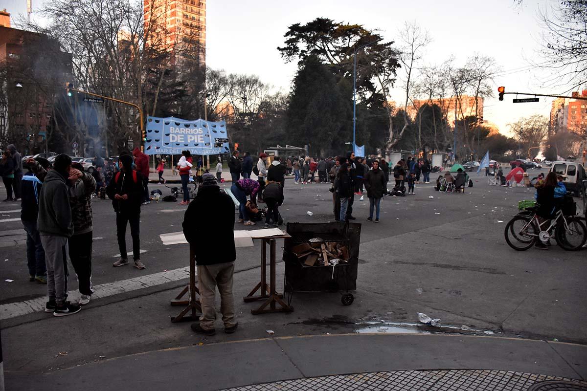 Por segundo día, continúa el acampe de organizaciones sociales en las calles