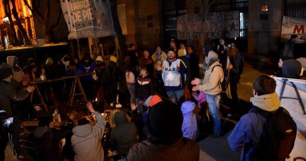Tras el corte de Ruta 2 y por la represión en Capital, nuevo acampe en el Municipio
