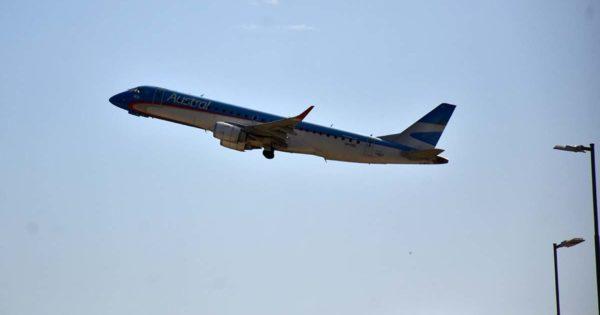 Con excepciones, suspenden los vuelos de regreso de argentinos varados en el exterior