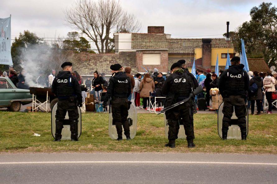 CORTE PARCIAL RUTA 2 ORGANIZACIONES SOCIALES BARRIOS DE PIE VOTAM,OS LUCHAR POLICIA (14)