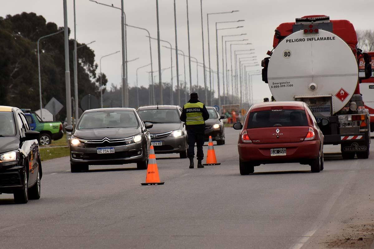 Turismo: febrero empieza con intenso tráfico por la Ruta 2 hacia la costa