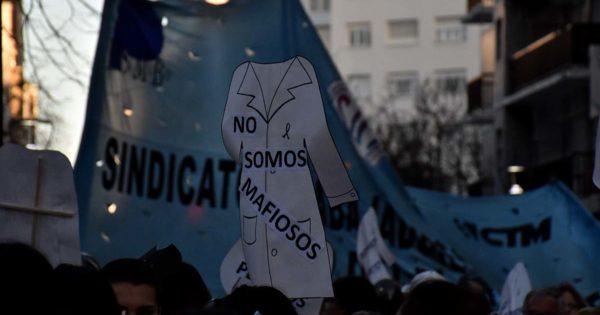 """Una marcha de antorchas por el centro: """"La educación municipal está de luto"""""""