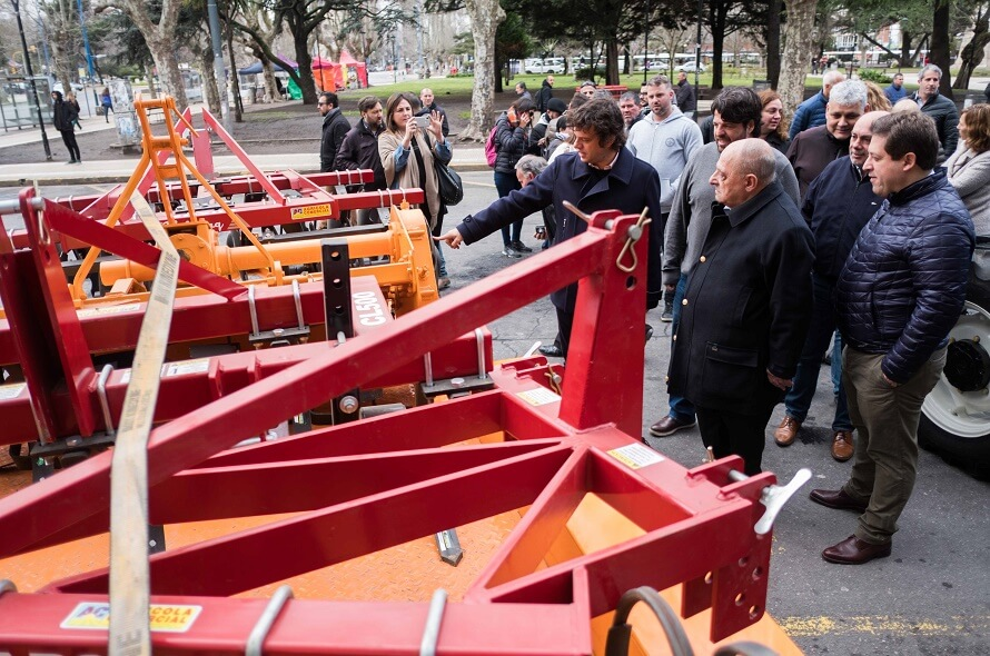 """Arroyo compró maquinaria y cargó contra quienes se """"reían"""" de las huertas"""