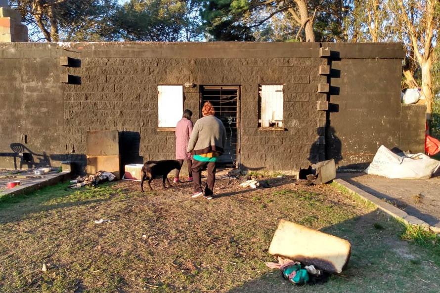 Chapadmalal: le incendiaron la casa, perdió todo y necesita ayuda