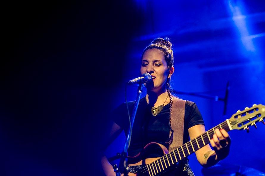 Un concierto circular de Creciente con la artista Noelia Recalde